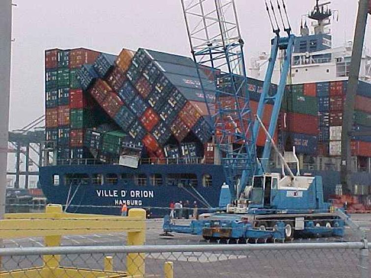 fallen-containers-on-container-ship.jpg